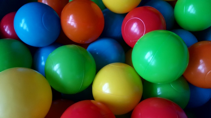 """Different colour balls"". ""Red, blue, yellow, green balls"" - ""Soft play"". ""Top tips"". ""Help for adults"". ""How to survive soft play""."