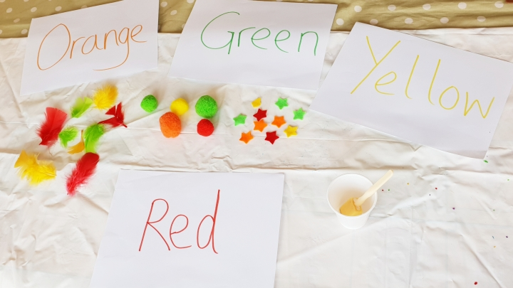 Teaching toddler colours. Colour sorting. Preschool crafts. 4 Freckled Faces