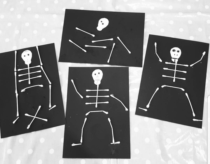 Skeletons made with cotton buds. Kids crafts. Easy Halloween crafts. 4 Freckled Faces.